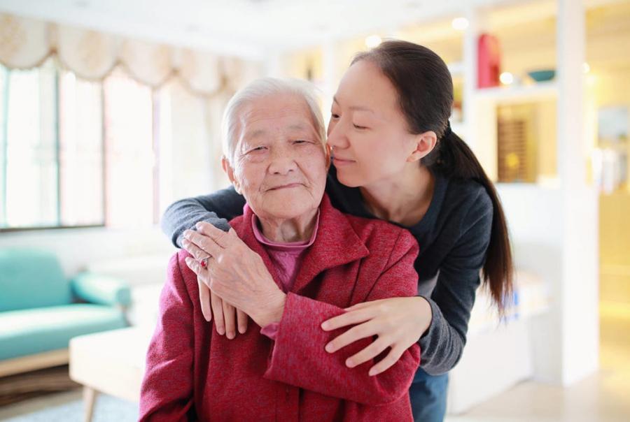 為了奶奶的醫療費,我選擇貸款,最後在信用市集得到幫助(示意圖,非當事人)