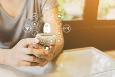 開放銀行指金融機構在取得客戶同意授權前提下,透過應用程式介面 (API)的數位科技,將客戶資料分享給第三方服務提供者,讓消費者取得更多元的金融商品或服務選擇。